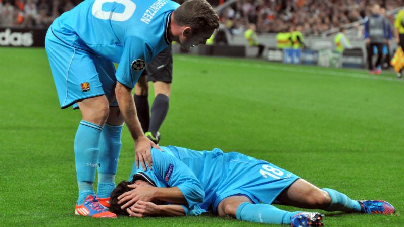 Injured athlete with head injury during game
