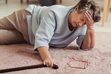 Head injured elderly woman fall